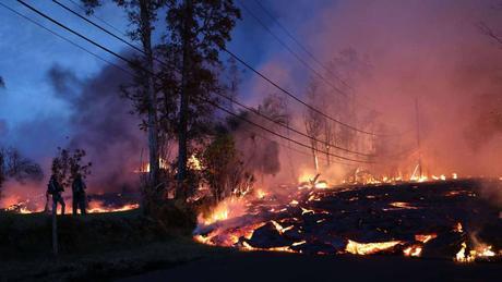 VOLCÁN KILAUEA La lava del volcán Kilauea llega a la planta geotérmica y cubre uno de sus pozos La nube emitida por el volcán alcanza las islas Marshall y seguirá desplazándose hacia el oeste OtrosConéctateEnviar por correoImprimir AGENCIAS Honolulu / ...
