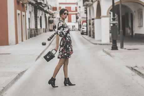 ¿Cómo combinar un vestido de flores con botas cowboy? - FLORAL DRESS+COWBOY BOOTIES