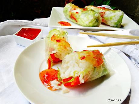 Rollitos vietnamitas  con arroz y salsa agridulce picante