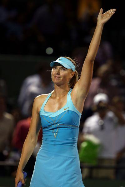 Miami: Sharapova sigue en carrera entre las damas