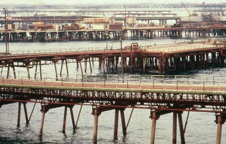 OIL ROCKS: AN INFRASTRUCTURED SOVIET CITY By Timothy Galein...