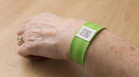 Pulsera identificativa con código QR para mejor tratamiento