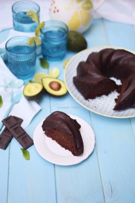 Bundt Cake Integral de Aguacate y Chocolate.