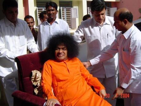 Cuando Sri Sathya Sai procuró mantener la seguridad de los niños y feliz ...
