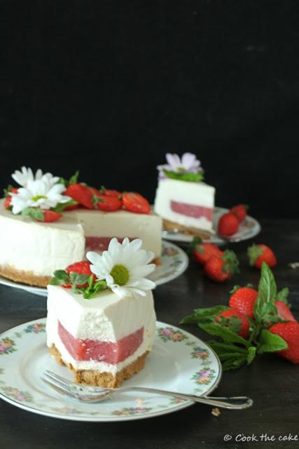 kefir-and-greek-yogur-mousse, strawberry-jelly, tarta-mousse-de-yogur-y-kefir