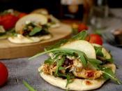 Mini tostas naan pollo dátiles, aperitivo perfecto