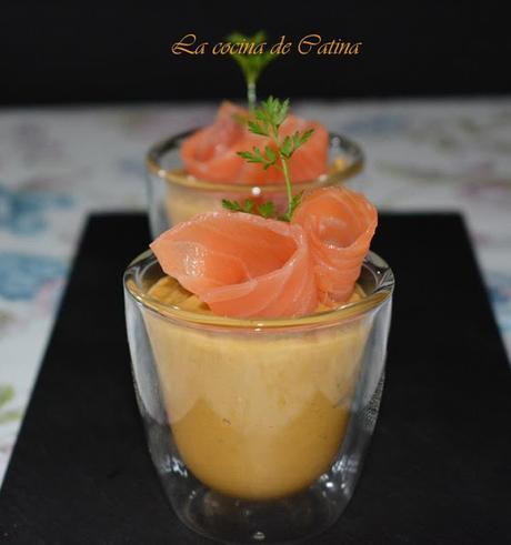 Vasitos de salmón con guacamole