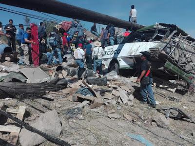 10 MUERTOS RESULTAN DEL FATAL ACCIDENTE EN LA MÉXICO-CALPULALPAN