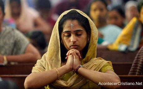 Cristiana sufre por no negar su fe pero logra que su familia acepte a Cristo