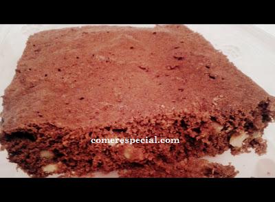 Receta fĂĄcil de brownie de chocolate en microondas y sin lactosa