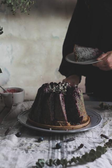 Bundt cake de arándanos y limón