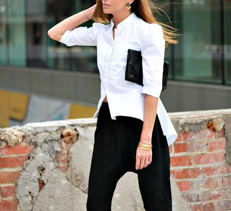 camisa blanca y pantalon negro, look de noche