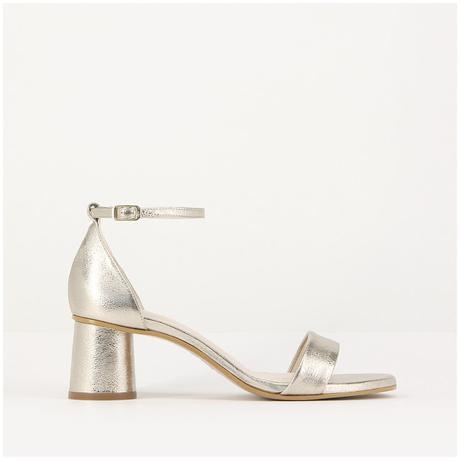Una selección de zapatos