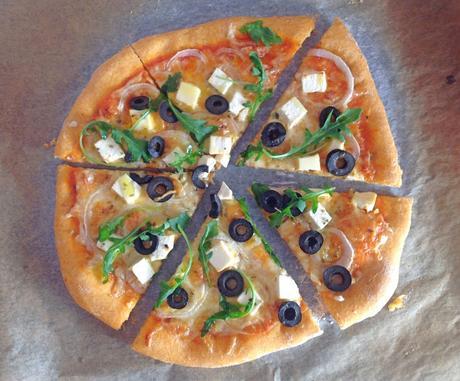 Pizza de ñoras con queso feta