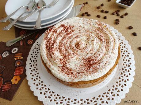 Tarta de mousse de café con nata y cacao (sin horno)