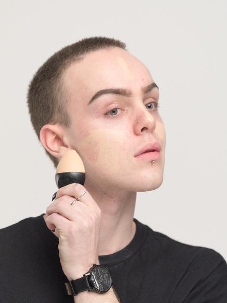 Lush lanza bases de maquillaje sólidas