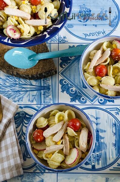 ensalada-pasta-pollo-salsa-aguacate3