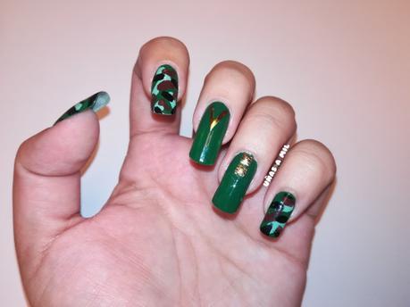 Diseños de uñas militares con dorado