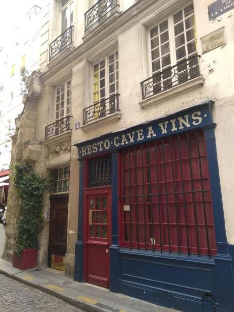 Qué hicieron dos palomas para merecer su nombre en una calle de París