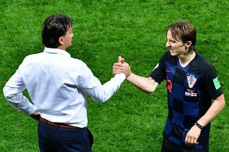 Luka Modric junto al entrenador croata Zlatko Dalic. AFP