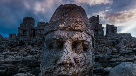 Las cabezas megalíticas de piedra del Monte Nemrut y la puerta del cielo