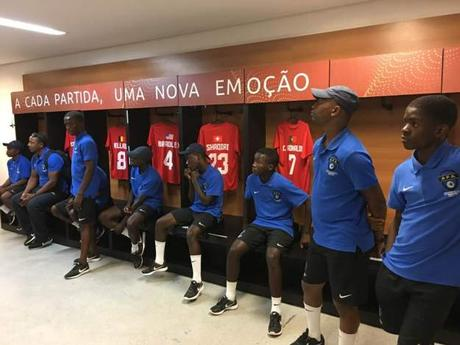 Visita de la Escuela de Fútbol Base AFA Angola al Estadio Arena Fonte Nova