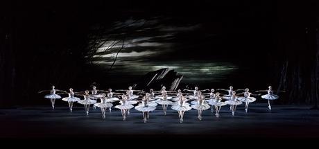 El lago de los cisnes regresa al escenario del Teatro Real.