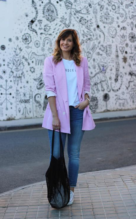 Combinar blazer de mujer rosa