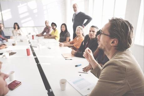 Cómo comunicarse con el personal de su empresa