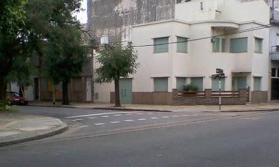 Casa de dise o moderno en esquina paperblog for Disenos de casas en esquinas