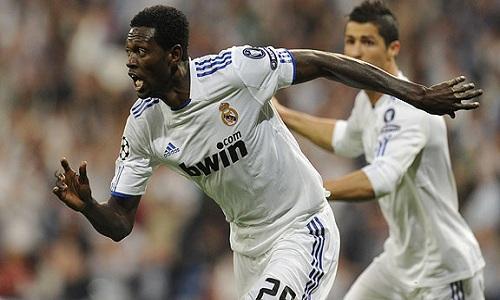 Emmanuel Adebayor Mano-adebayor-real-madrid-tiene-un-pie-medio--L-m9M6k6