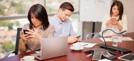 Uso del teléfono inteligente en las reuniones
