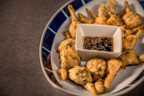 Alcachofas en tempura con salsa teriyaki de Los Montes de Galicia