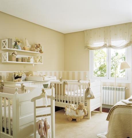 Habitación infantil con dos cunas