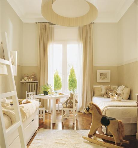 Habitación infantil con cama y litera con cama nido