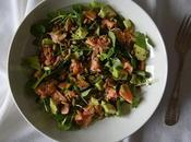 No-ensalada salmón, aguacate, semillas calabaza berrros