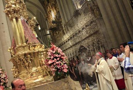 Los toledanos se volcaron con su Virgen y renuevan la tradición de los botijos