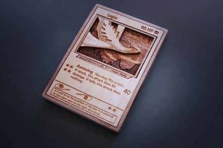 Impresionantes cartas de Pokémon, Yu-gi-oh y Hearthstone a madera (y cartuchos de videojuegos)