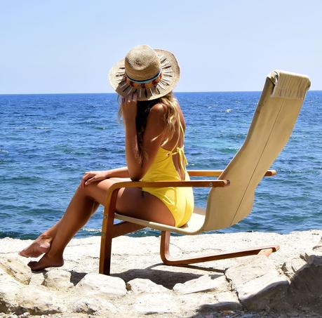 Yellow swimsuit in la Manzanera, Calpe