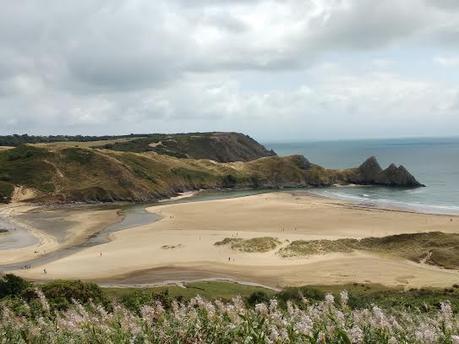 La playa de Three Cliffs Bay, con los tres picos le dan nombre