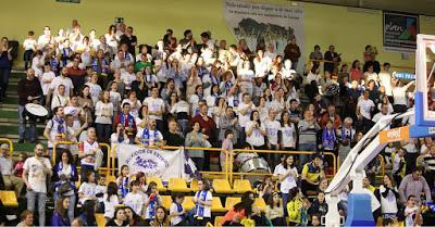 Ruxidos de Esteiro, la afición del Uni Ferrol que ruge