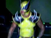 Mysterio vestido como Wolverine