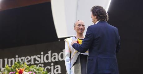 Medellín recibió a Sophia la robot humanoide