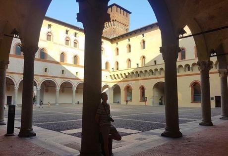 Otro de los patios del Sforcesco qué ver en Milán