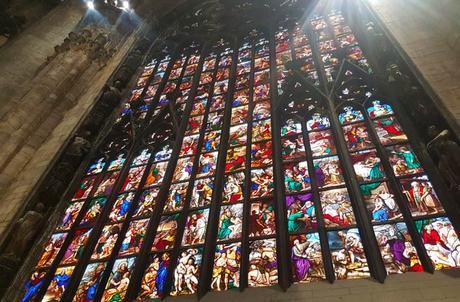 Vidriera en el Duomo qué ver en Milán