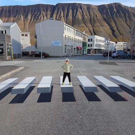 ⚽ En Islandia pintan el paso de cebra 3D 😱😱😱 para reducir la velocidad de los carros