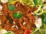 Espaguetis calabacín pesto rosso