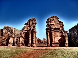 Minas de Wanda, ruinas de San Ignacio, el Jardín de los Picaflores