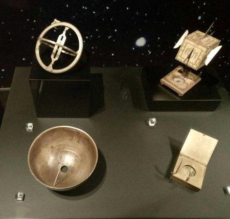 Reloj solar del rey Ajaz en el MNCYT de Alcobendas