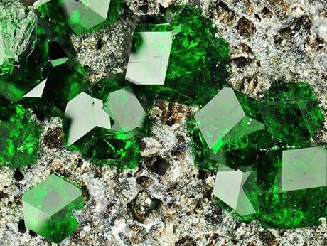 24 piedras minerales bellísimas